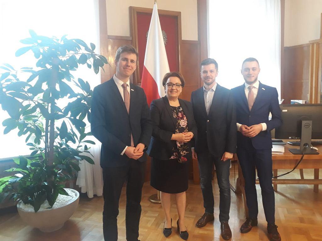 Członkowie Rady Dzieci i Młodzieży u szefowej MEN Anny Zalewskiej