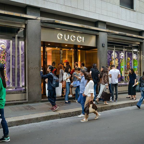 fdaaf7707baab Są miejsca, w których za trampki Gucciego dostaniesz plus pięć do ...