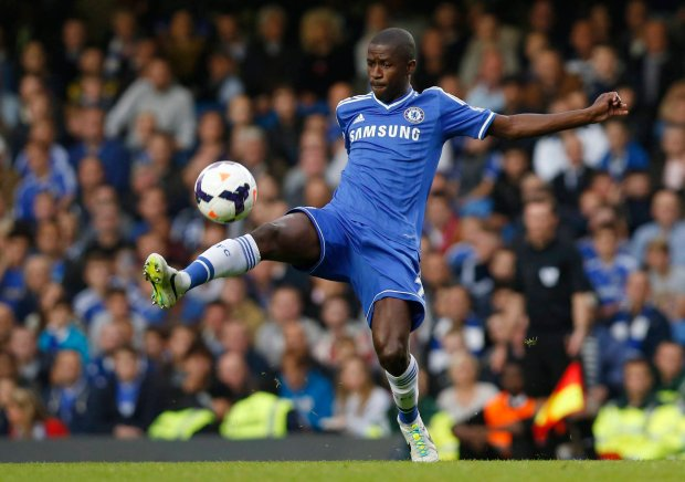 FILE- In this September 21, 2013 file photo, Chelsea's Ramires plays against Fulham during their English Premier League soccer match at Stamford Bridge, London. Brazil midfielder Ramires has left Chelsea as compatriot Alexandre Pato arrived in London Wednesday Jan. 27, 2016 to join up with the Premier League champions. After more than five years at Chelsea, Ramires has signed for Chinese Super League club Jiangsu Suning. (AP Photo/Sang Tan, File) SLOWA KLUCZOWE: XPREMIERX