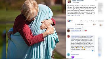 Mama pielęgniarka przytula córkę