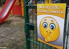 W Cieszynie na placach zabaw pojawiły się tabliczki z prośbą o ciszę. Pomysł zbulwersował rodziców