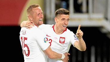 Krzysztof Piątek i Kamil Glik podczas czerwcowego meczu meczu Macedonia Płn. - Polska w ramach eliminacji do EURO 2020 .