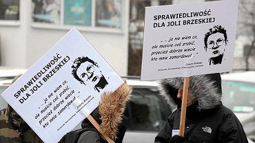 Manifestacja przed prokuraturą generalną w sprawie braku postępów w śledztwie w sprawie śmierci Jolanty Brzeskiej (marzec 2013 r.)