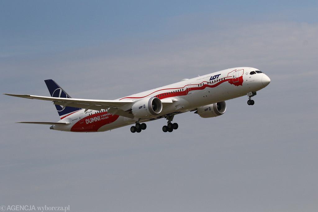 Warszawa, Boeing 787-8 Dreamliner w barwach LOT-u