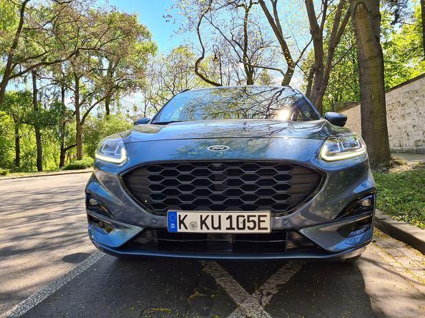 Ford Kuga PHEV vs. Mitsubishi Outlander PHEV