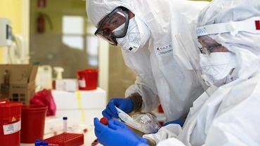 Koronawirus w Polsce. Wpadka podczas konferencji w sprawie indyjskiej mutacji SARS-CoV-2