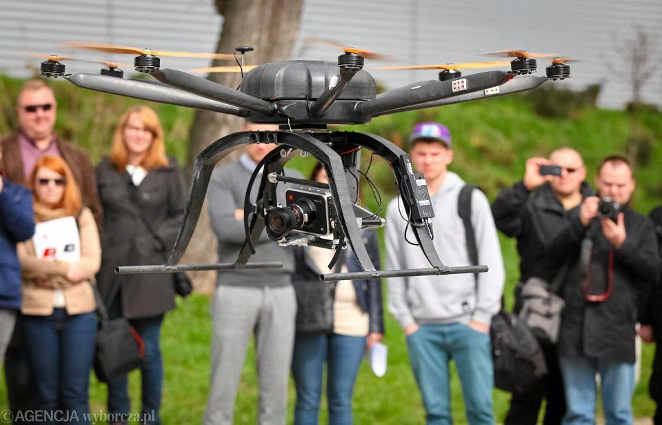 Dronów w Metropolii będzie przybywać. Czy jest czego się bać?
