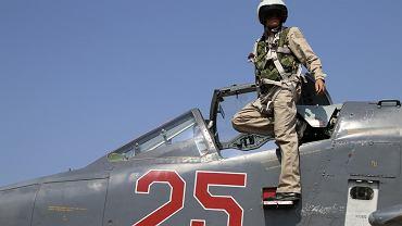 Rosyjski pilot samolotu SU-25M w syryjskiej bazie Hmeimim