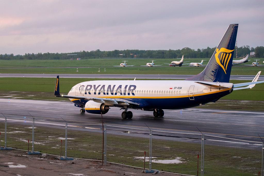 Przylot samolotu linii Ryanair na lotnisko w Wilnie