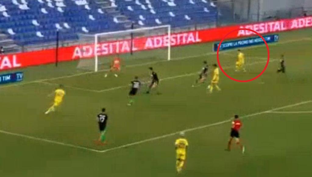 Mariusz Stępiński w meczu z Sassuolo