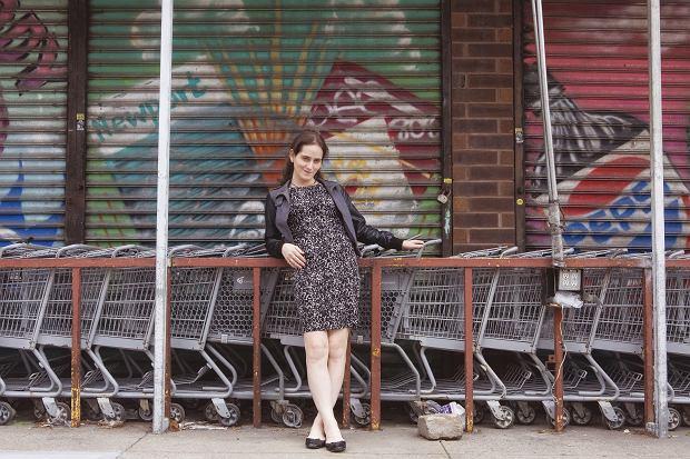 Abby Stein wychowała się na na Brooklynie. 'Słuchanie Britney Spears czy Beatlesów nie tylko było dla mnie zakazane. Ja nawet nie miałam pojęcia o ich istnieniu'