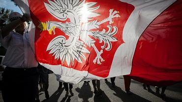 Godło na fladze Polski