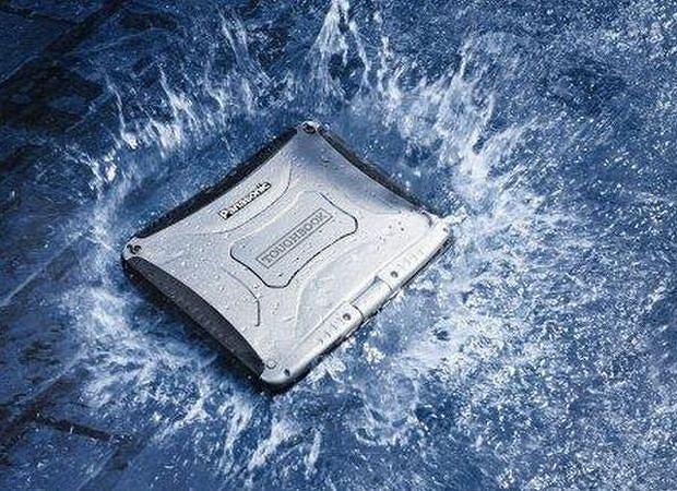 Laptop survivalowy: Panasonic Toughbook CF-19. Cena: od 18 000 zł