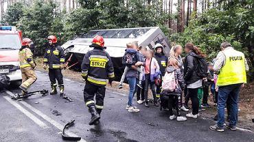 Wypadek autobusu, który wiózł dzieci