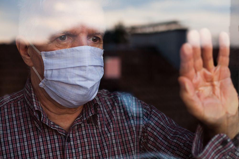 Koronawirus mocniej uderza w mężczyzn