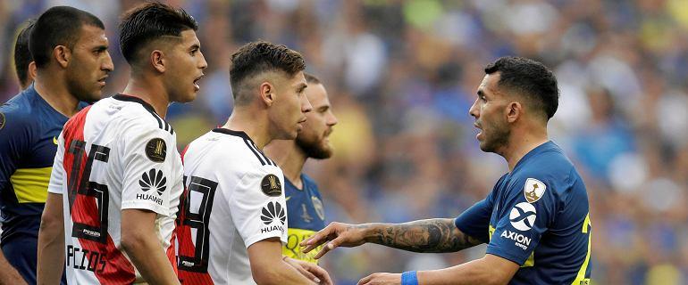 Rewanż River Plate - Boca Juniors opóźniony. Kibice wybili szyby w autokarze Boca, policja użyła gazu łzawiącego