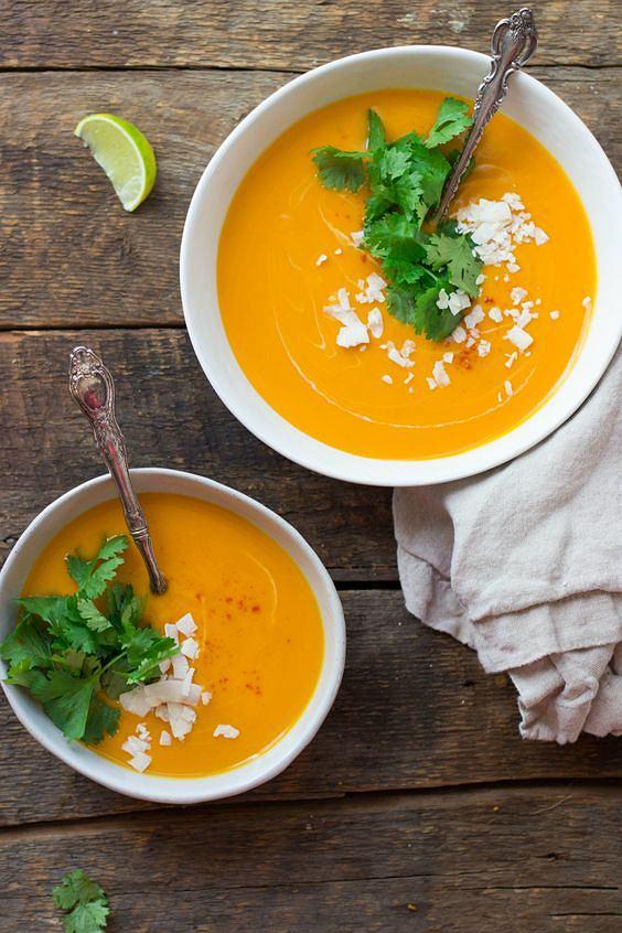 Krem z batatów to propozycja dla koneserów zup z warzyw.
