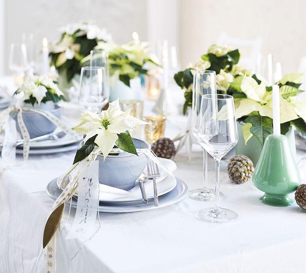 Dekoracja stołu wigilijnego na biało
