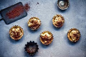 Babeczki bez pieczenia z budyniem czekoladowym i waniliowym