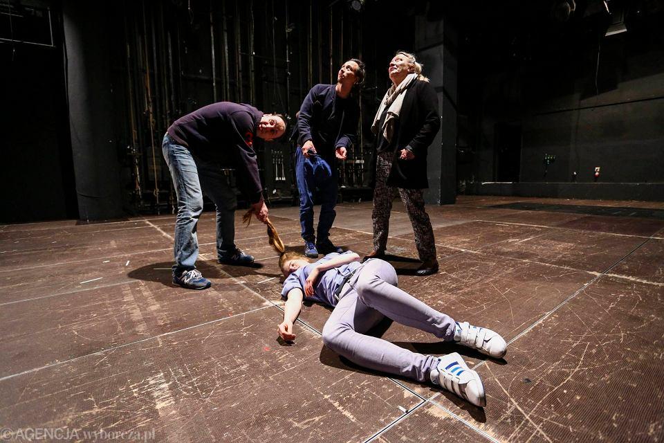 Zdjęcie numer 5 w galerii - Pierwszy Kontakt dowodzi, że teatr chce zmienić świat