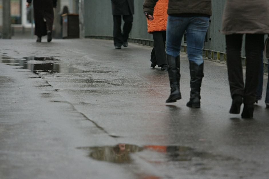 Nieznajomy mężczyzna wszedł za chłopcem do mieszkania w Bydgoszczy. Szuka go policja