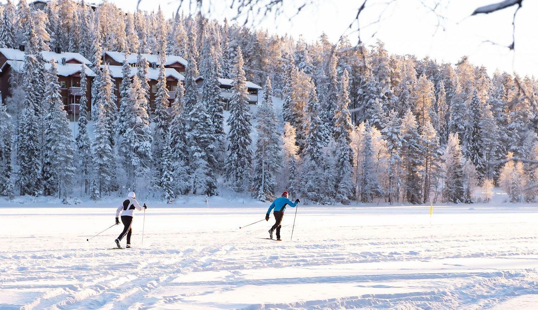 Finowie spędzają dużo czasu na świeżym powietrzu (fot. Shutterstock)