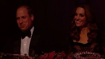 Książę William i księżna Kate stali się obiektem żartów na uroczystej imprezie. Siedzieli na widowni. Ich reakcje zarejestrowała kamera