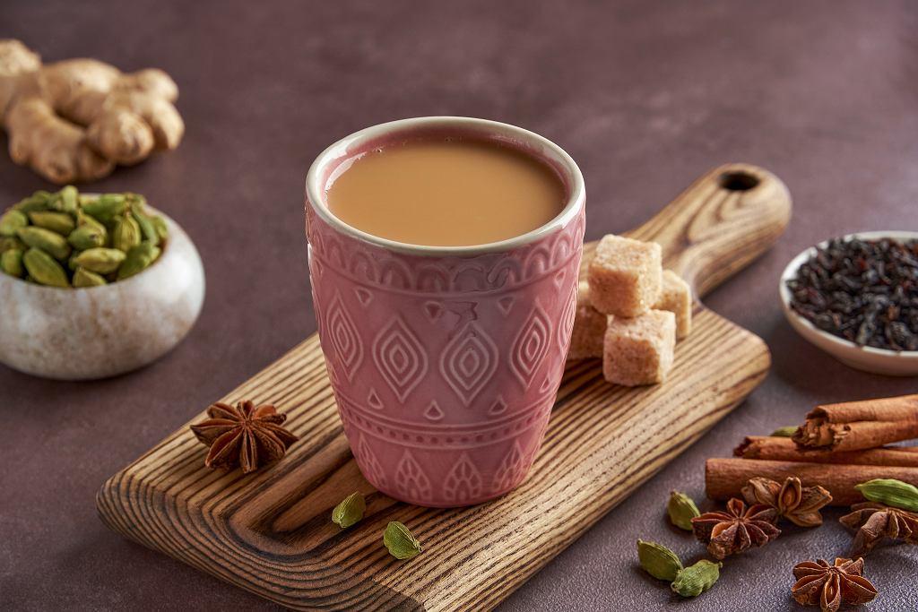 Herbata z mlekiem i przyprawami