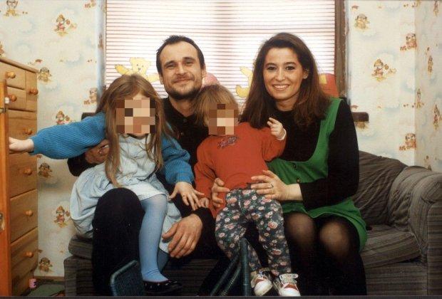 Paweł Kukiz z zoną Małgorzatą i córkami w swoim domu. Warszawa, 1992 rok.