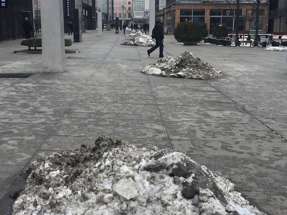 Śmieci na ulicach Warszawy
