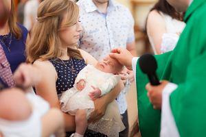 """Coraz więcej Polaków nie chrzci dzieci. Nie wszyscy to akceptują. """"Mama  nigdy już się do mnie nie odezwie"""""""