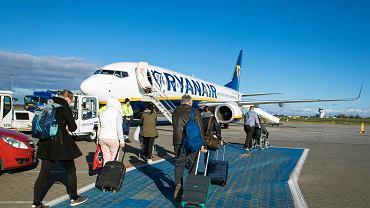Samolot Ryanair na lotnisku w Poznaniu.