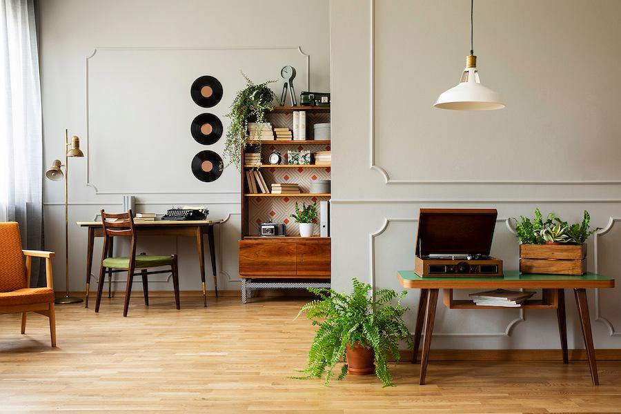 Polskie meble to piękna sztuka i solidne rzemiosło z drewna. Taką wizję meblarską przedstawiał  już w XIX wieku Stanisław Wyspiański