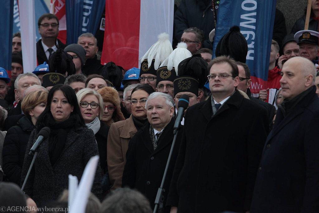 Jarosław Kaczyński podczas niedzielnego marszu PiS w Warszawie