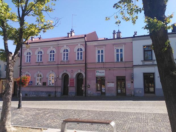 Dawna synagoga na bieckim rynku, w której obecnie znajduje się biblioteka