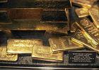 """Polacy na potęgę kupują złoto . Ale nie stać ich na sztabki. Kupują złote """"płatki"""", cieńsze niż milimetr"""