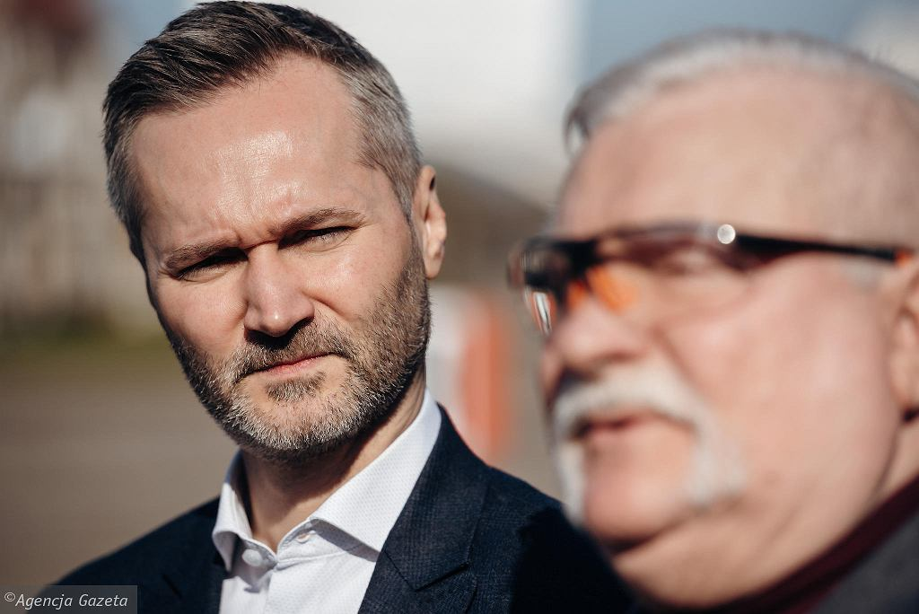 Jarosław Wałęsa i Lech Wałęsa podczas konferencji na Pl. Solidarności w Gdańsku