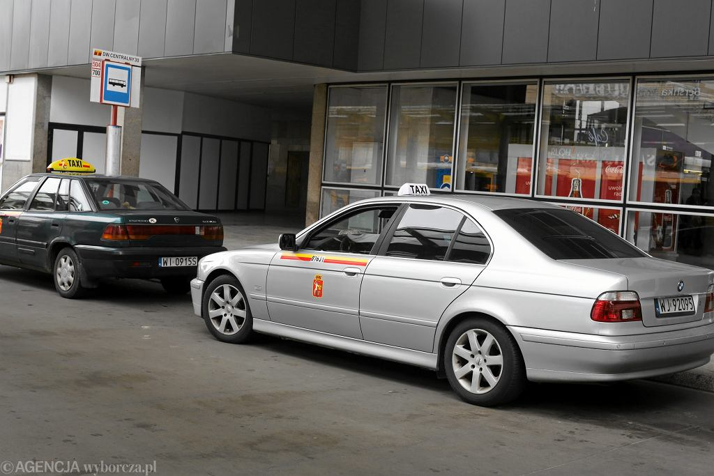 Taksówki pod Dworcem Centralnym