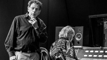 Genialny kompozytor, zaniedbany budynek na Brooklynie i 2,5 godziny czasu na zdjęcia - tak wyglądała wyjątkowa, intymna sesja zdjęciowa Philipa Glassa, którą w jego ulubionym studiu nagraniowym zrobił polski fotograf - Bartek Barczyk