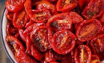 Suszone pomidory są zdrowe i małokaloryczne