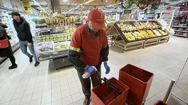 Koronawirus w Polsce. Lidl, Biedronka i inne sieci sklepów wprowadzają przerwy techniczne w ciągu dnia