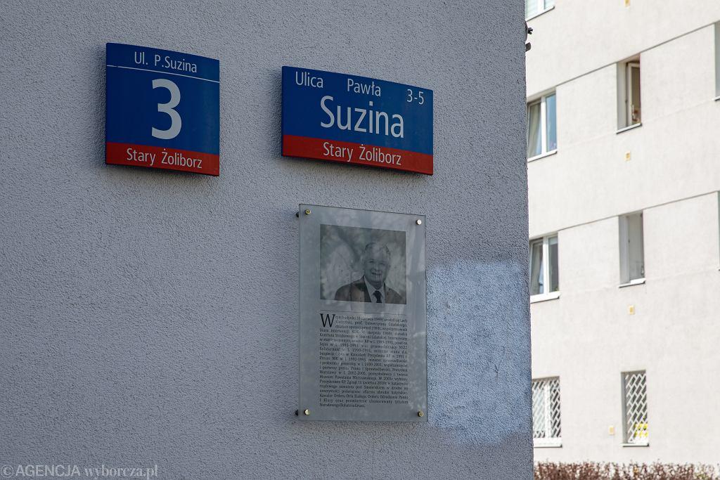 Zniknęła tablica upamiętniająca prezydenta Lecha Kaczyńskiego