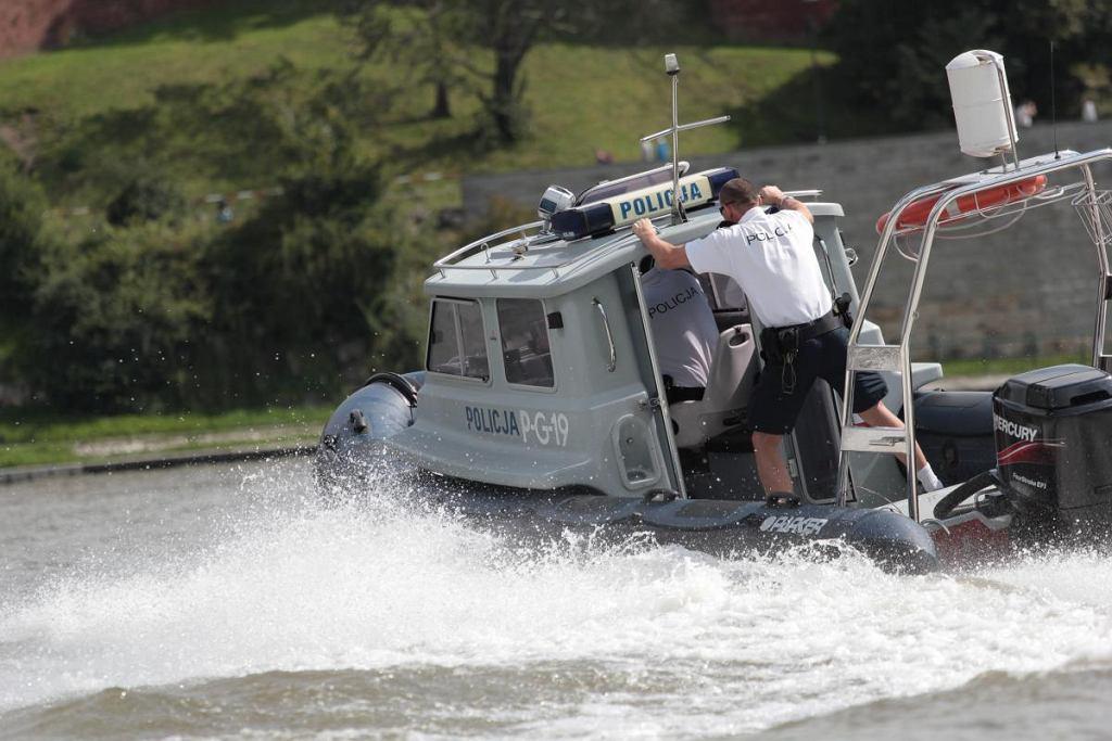 Krakowska policja zatrzymała 24-letniego nietrzeźwego Francuza, który prowadził motorówkę w okolicach Wawelu