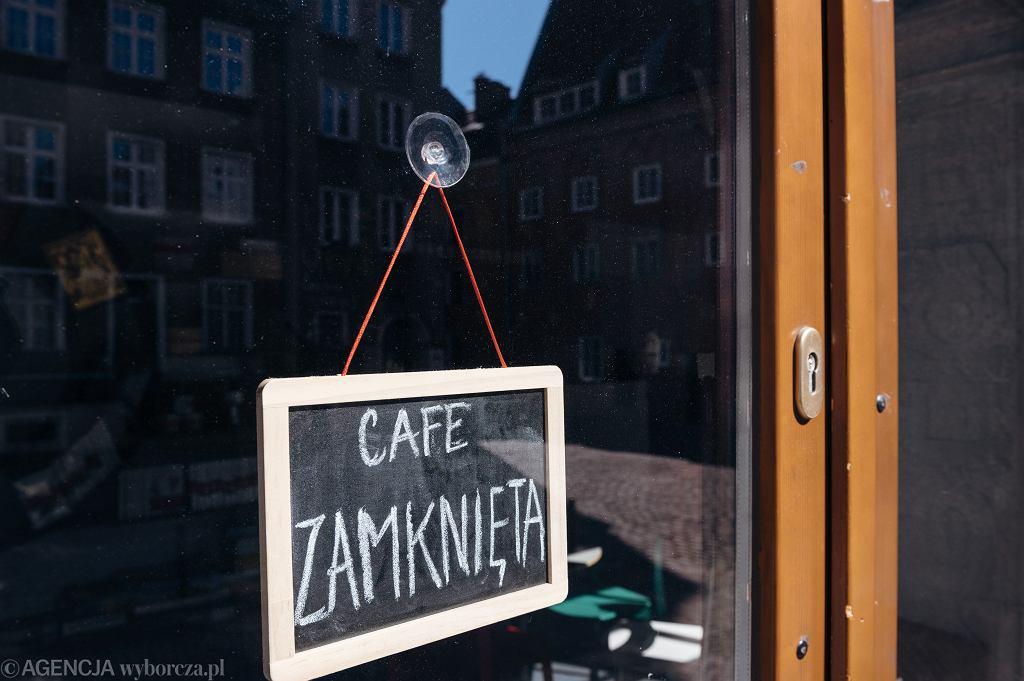 Gdańsk, kawiarnia zamknięta z powodu koronawirusa.