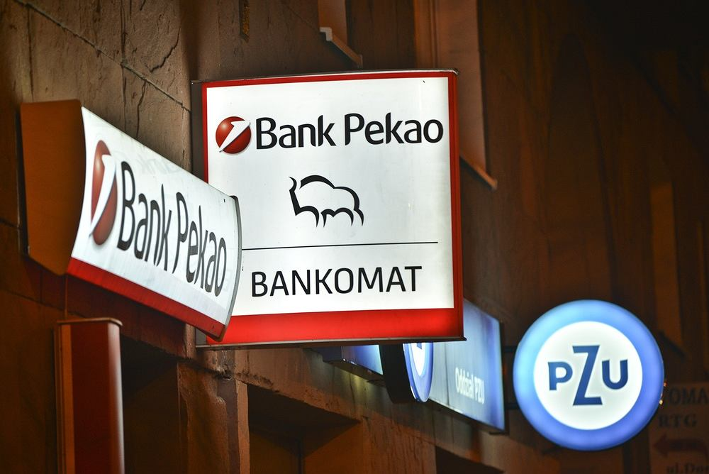 PZU przejmuje 20% akcji Banku Pekao i płaci za to 6,5 mld zł. 12,8% udziałów w Pekao przejmie za 4,1 mld zł Polski Fundusz Rozwoju.