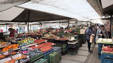 Inflacja w maju wyhamowała, ale żywność wyraźnie drożeje. Winne warzywa i owoce.