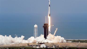 Smok SpaceX wystartował. NASA wystrzeliła dwóch astronautów z amerykańskiej ziemi