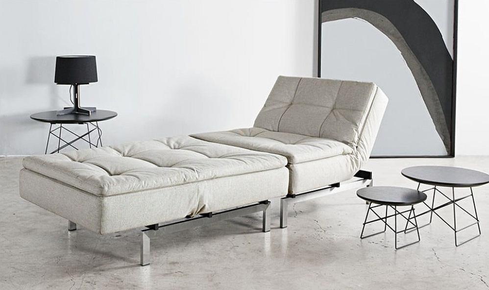 Jasny fotel rozkładany do nowoczesnego wnętrza