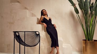 Sukienka midi czarna dopasowana
