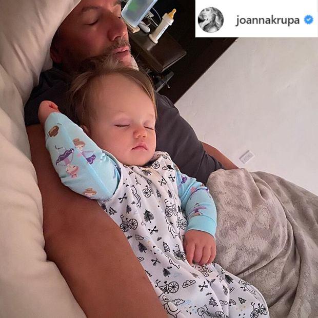 Mąż Joanny Krupy śpi z Ashą